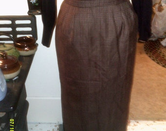 Womans Vintage Country Shop Mashall Fields Long Maxi Wool Plaid Skirt, size 6, Made in USA- Wool Maxi Skirts 6- Long Plaid Wool Skirts