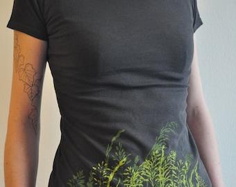 Wild Grass Silkscreen on Woman Charcoal T-shirt, Vintage Wash - Organic & Fairtrade