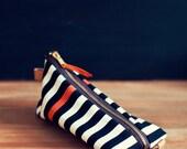 Heimarbeit- Design pencil case -stripe pattern