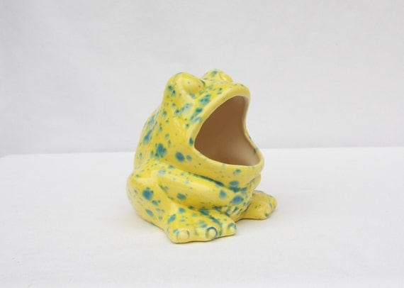 Frog scrubby sponge holder bright yellow with green specks - Frog sponge holder kitchen sink ...