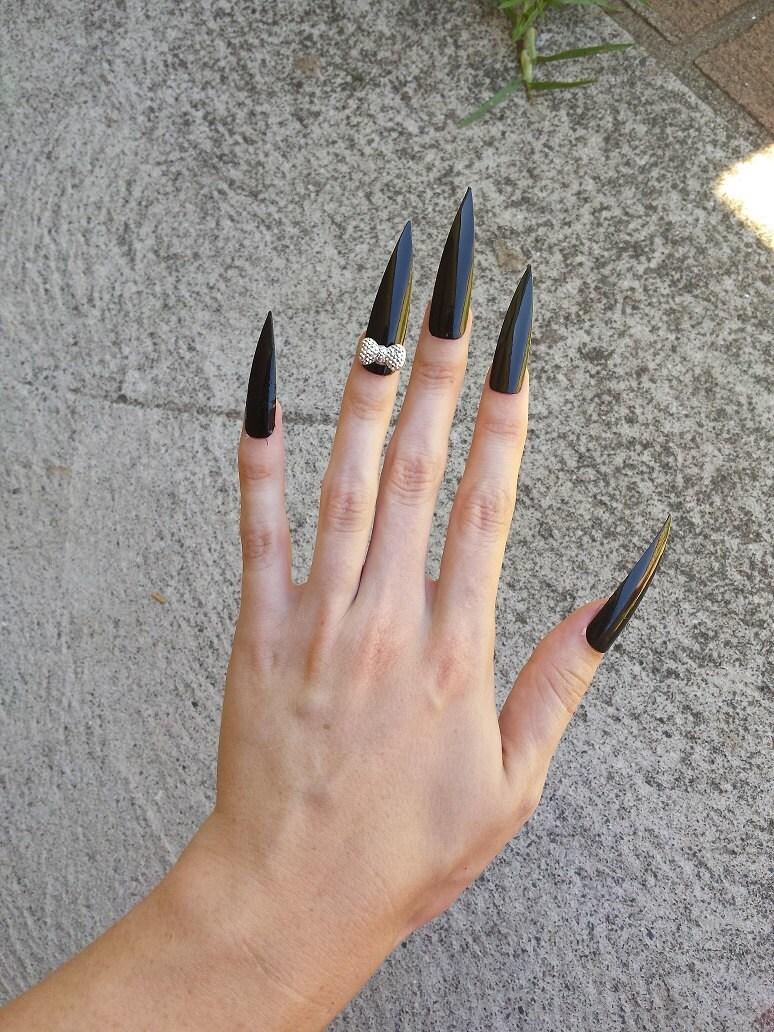 Super Long Black Beauty Nails