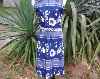 70s style vintage polyester dress, blue and white print, sleevless, zips in front by Lady Blair, union tag.