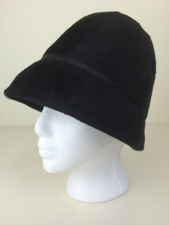 black fur felt cloche hat w/ satin ribbon trim Mr. Michael