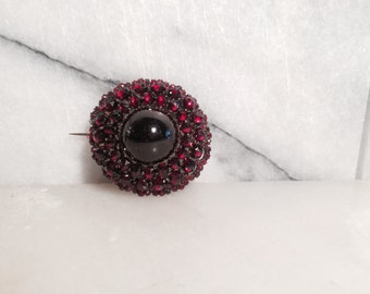 C. 1870s Garnet Target Brooch with Carbuncle and Indian Rose Cut Natural Garnets As-Is
