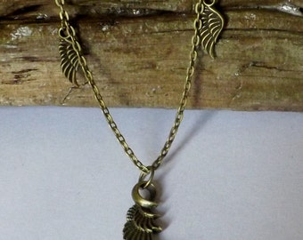 Dark chain necklace with 3 wings charms
