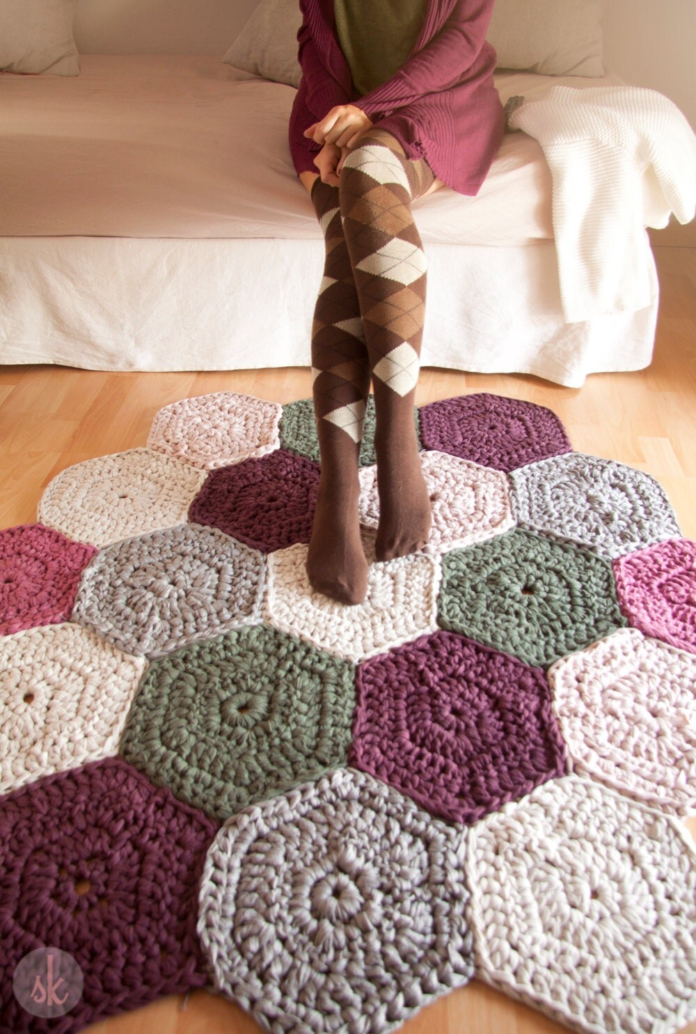 Alfombra de trapillo a crochet de muestras hexagonales for Clases de tapetes