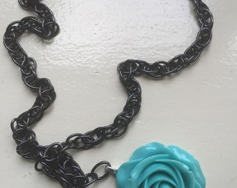 Mint coloured rose necklace
