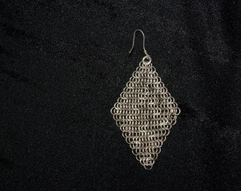 Handmade titanium and silver chain mail earring with chevron pattern - lozenge shape