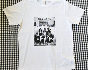 Tshirt // Girls Say Yes // Size L