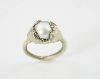 Natural Freshwater Pearl Statement Ring, Pearl Ring, Electroformed Ring, Silver Pearl Ring, White Pearl Ring, Statement Ring, Cool Ring