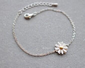 Daisy flower bracelet in silver, Bridesmaid jewelry, Everyday jewelry, Wedding bracelet