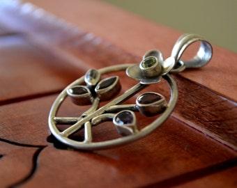 Delicate and classy pendant on sterling silver. Semi precious stones, gift ideas