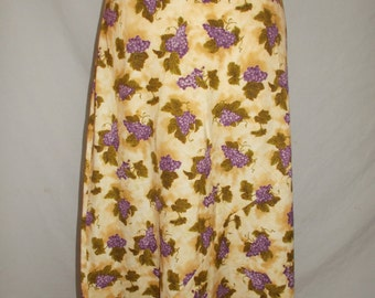 Vintage Glory of New Zealand Skirt with bunch of grapes pattern size small