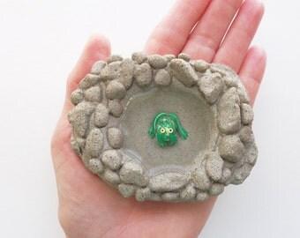 Fairy garden pond - Concrete pond - Fairy garden miniatures - Fairy garden accessories - Miniature frog - Garden decor - Stone fairy pond