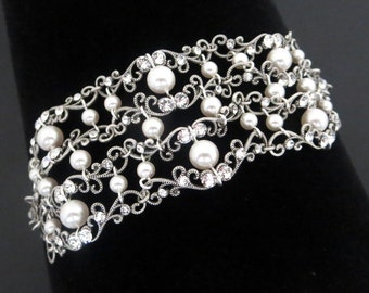 Pearl Wedding bracelet, Crystal Bridal bracelet, Bridal jewelry, Filigree bracelet, Swarovski crystal bracelet, Cuff bracelet, Vintage style