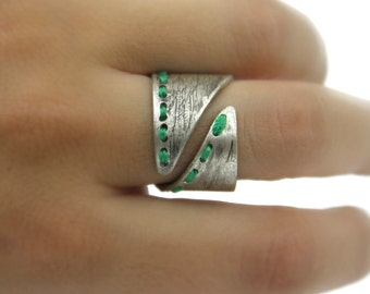 Handmade large silver ring  for women. Green ring, rustic ring. Contemporary jewelry for women.Vintage romantic ring. Adjustable ring