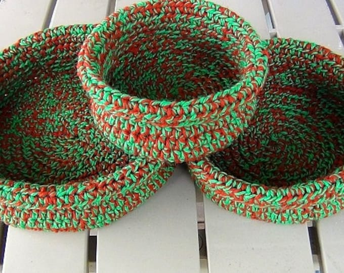 "Crochet Baskets - Maine Made Rolled Brim Baskets - Set of 3 Nested Baskets 5"", 7"", 9"" diameter - Bright Green and Rust Red Holiday"