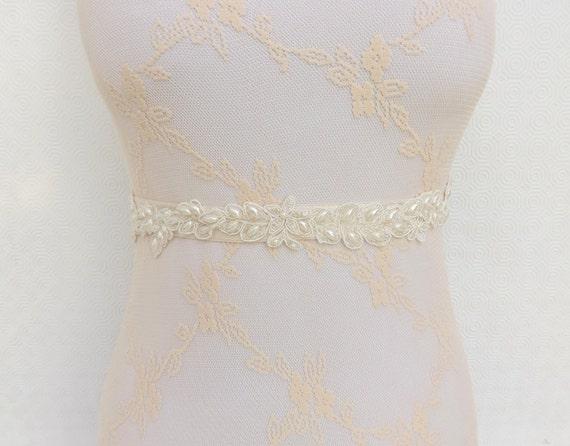 Bridal elastic waist belt. Lace and pearls wedding belt. Floral lace belt. Wedding dress belt.