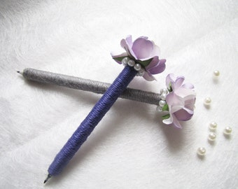 Set of 2 / 4 Wedding Guest Book Pens, Burlap Pen, Shade of Purple Paper Flower, Pearl Ring, Rustic Wedding Pen, Wedding Decor, Rustic Flower