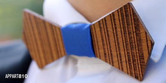 Nakuru. Bow tie of mahogany wood cut and engraved laser textured Nakuru.