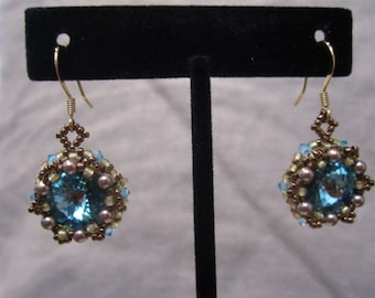 Dangle earrings with Swarovski crystals and glass pearls