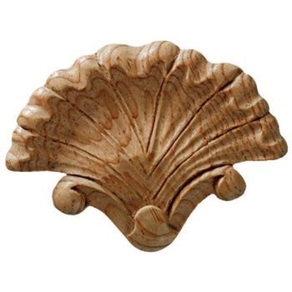 Shell shaped wood applique in pine