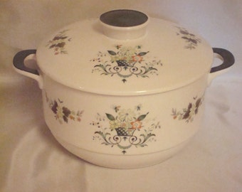 "ROYAL DOULTON ""PROVENCAL"" - 2 1/2 Qt. Round Covered Casserole Dish - Lovely!"
