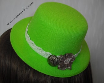 Mini top hat fascinator in lime green