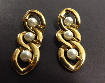 Vintage Three tier gold tone and faux pearl earing