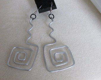 Aluminium hammered square spiral earrings