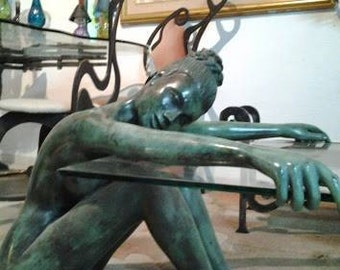 Life-size statue made of bronze
