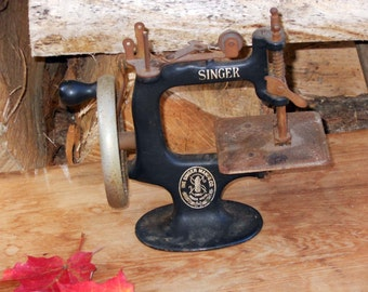 Singer Toy Sewing Machine Vintage 1930s American Depression Era