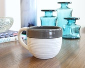 SHOP SALE Groove Mug in Grey