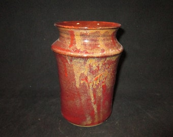 vase in dark red and gold, stoneware pottery, dishwasher and food safe