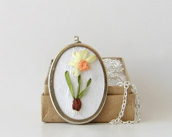 Daffodil with bulb necklace, March birthday gift, gardener's gift, embroidered pendant, jonquil necklace, spring jewelry