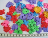 30 pcs of Novelty Button - In The Garden - Purple Green Red Blue Yellow Pink