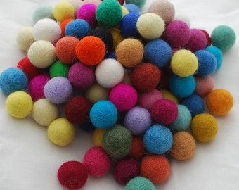 2cm / 20mm - 100 Assorted Colours 100% Wool Felt Balls / Beads