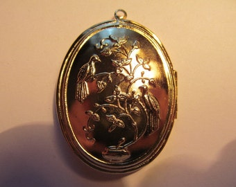 Vintage Shinny GP Large Locket with Birds and Setting for a 30/40mm Stone