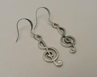 Steampunk earring. music note earrings.