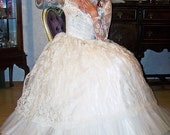 CLEARANCE-Petite Vintage 1950s Chantilly Lace and tulled beautiful Bridal Gown