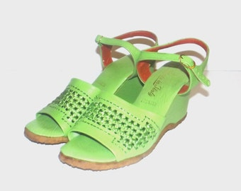 1960s shoes / vintage 60s wedge sandals / 7 / Funky Lime Green Woven Wedge Sandals