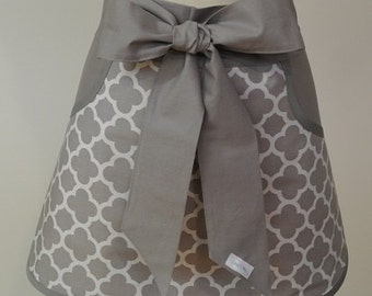 Quatrefoil Adult Half Apron with Pockets