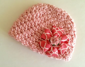 Newborn girl beanie... Soft pink.. Fabric flower hair clip.. Photography prop.. Ready to ship