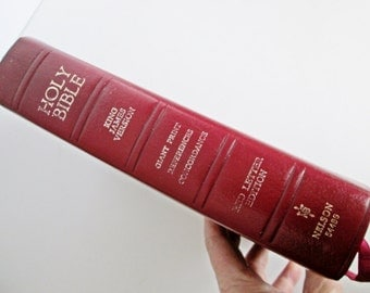 Holy Bible 1976 Print Book Reference Bible King James Version Red Letter Genuine Leather 544BG Thomas Nelson Publishers