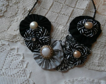 YOYO BIB NECKLACE Black and White with Pearl Buttons