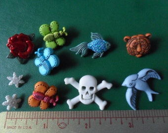 10 Plastic Character Buttons & 3 Scissor slides, Shiney Red rose, skull, Glittery fish, skull, butterflies, lil snowflakes, etcc