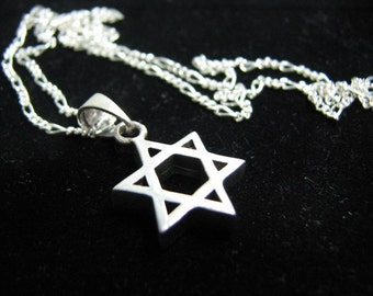 Classic Mens Star of David Pendant Necklace Sterling Silver, 20 inch Figaro Chain