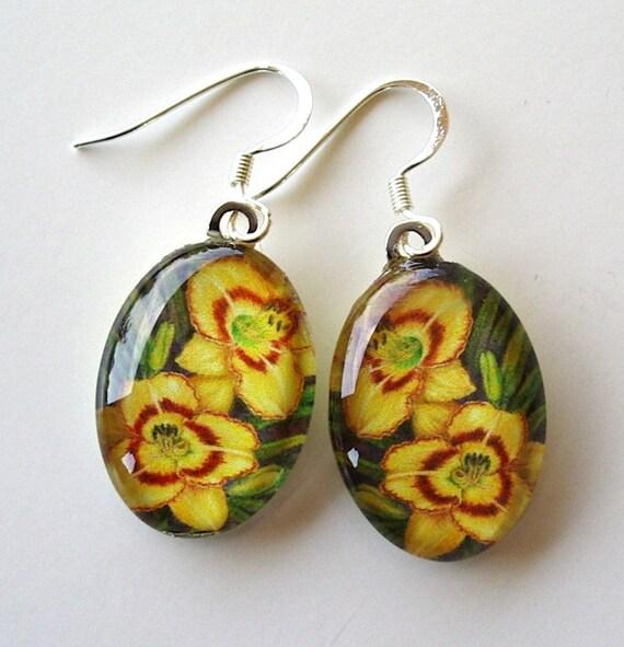 Yellow Gold Daylily Earrings Jewelry Red Eyespots Art Glass Pumpkin Pie Spice Daylily