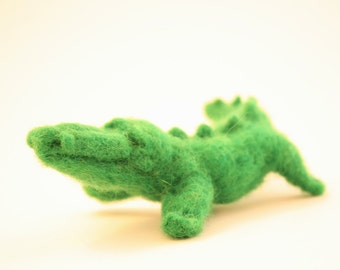 Needle Felted Crocodile, Dry felted Waldorf toy, Emerald green, alligator, crocodile soft sculpture, baby shower gift, crocodile totem, fun