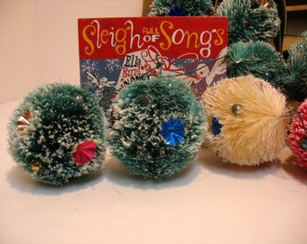 Vintage Lot of 10 Christmas Cush Pine Tree Spongy Bulbs Balls Christmas Wreath Balls